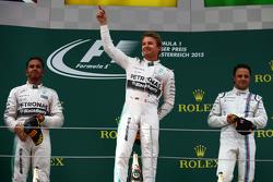 Podio: segundo lugar, Lewis Hamilton y Nico Rosberg ganador, Mercedes AMG F1 y el tercer puesto de F