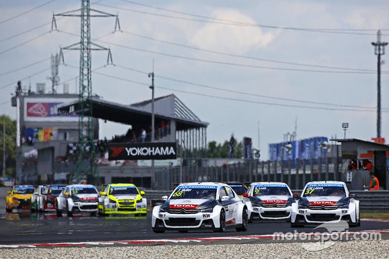 Start: Yvan Muller, Citroën C-Elysée WTCC, Citroën World Touring Car Team, in Führung