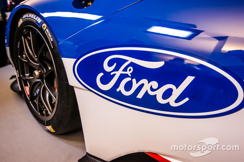 Der neue Ford GT für 2016, der dann von Chip Ganassi Racing bei den 24 Stunden von Le Mans eingesetzt wird; Ford-Logo und Schriftzug