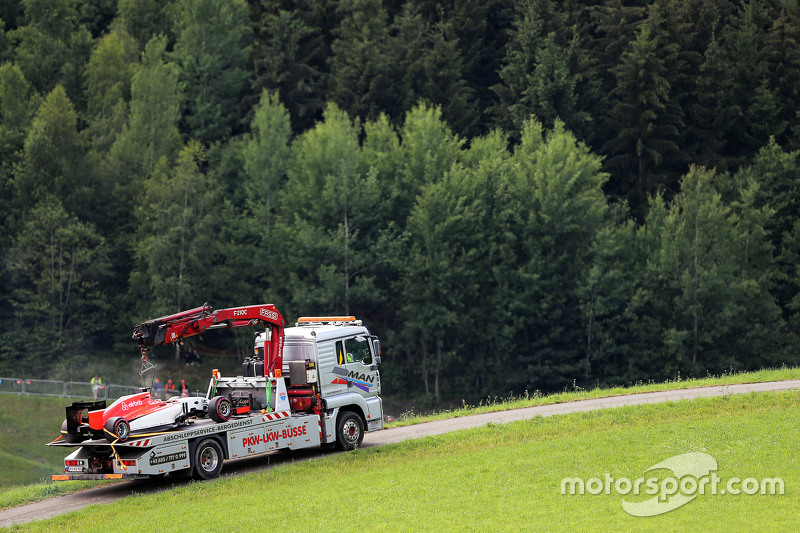 The car of Will Stevens, Manor F1 Team is recovered back to the pits on the back of a truck