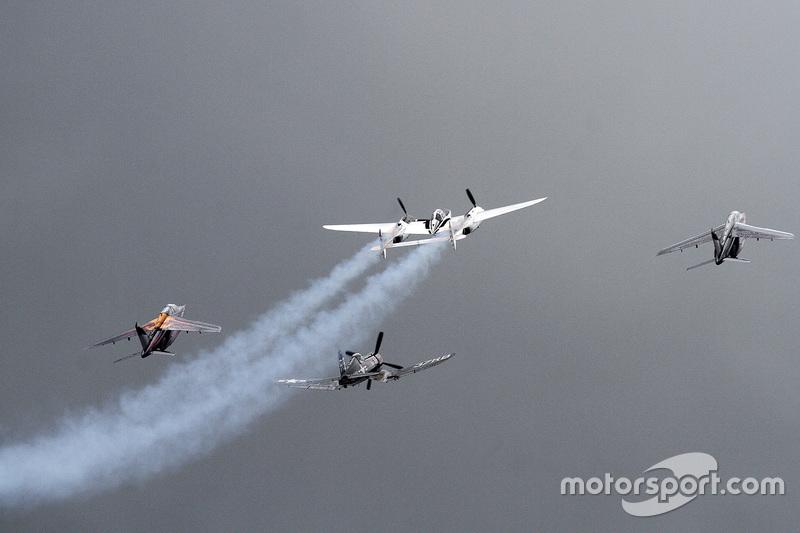 Flugshow vor dem Rennen