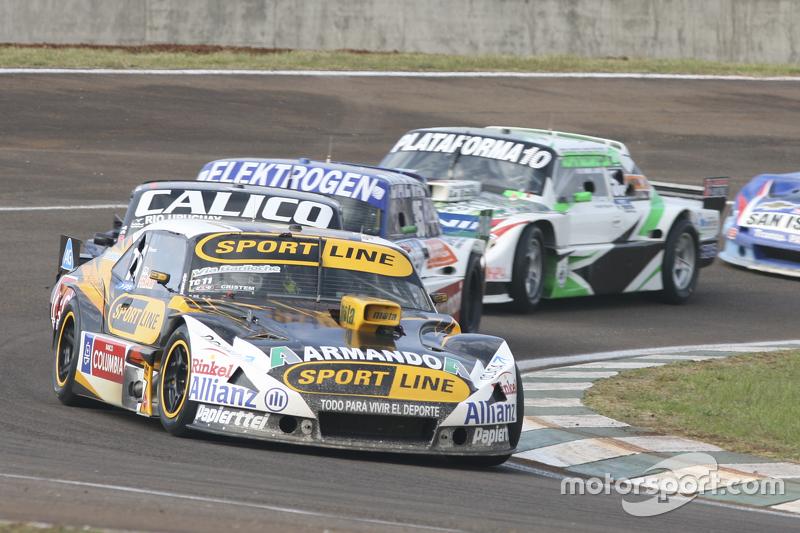 Leonel Pernia, Las Toscas Racing, Chevrolet; Emanuel Moriatis, Alifraco Sport, Ford, und Santiago Ma