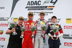 Подиум: Гуанью Жоу, Prema, второй, Джоэль Эрикссон, Motopark, победители и Роберт Шварцман, ADAC Berlin-Brandenburg e.V., третий