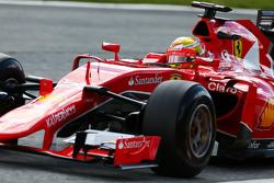 Esteban Gutiérrez, Ferrari SF15-T piloto de pruebas y reserva