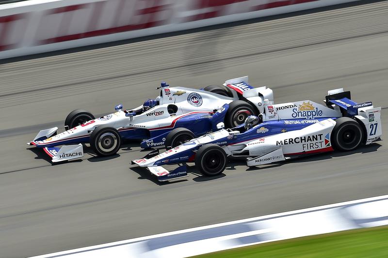 Helio Castroneves, Team Penske Chevrolet and Marco Andretti, Andretti Autosport Honda