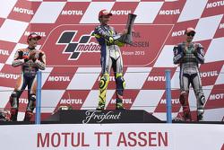 Подіум: переможець гонки Валентіно Россі, друге місце Марк Маркес, третє місце Хорхе Лоренцо