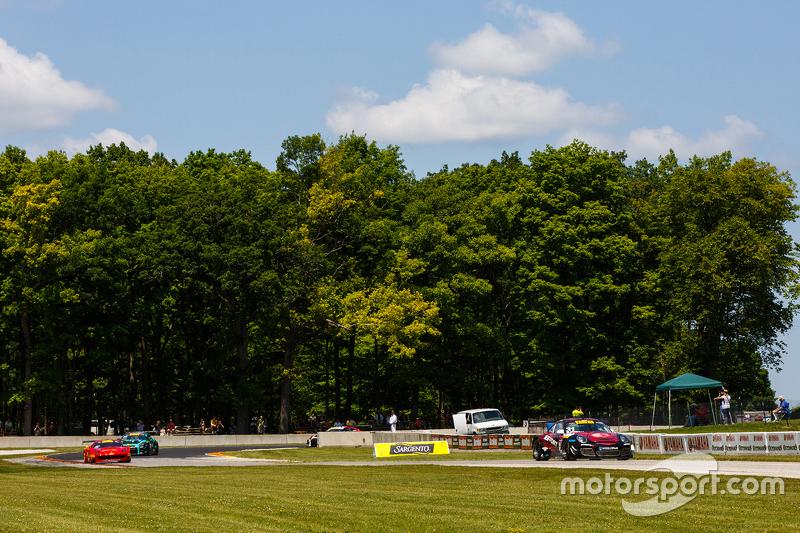 #31 EFFORT Racing, Porsche 911 GT3 R: Ryan Dalziel
