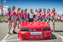 Владимир Виль и девушки поддержки
