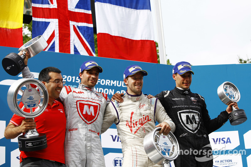 Podium: second place Jérôme d'Ambrosio, Dragon Racing and winner Sam Bird, Virgin Racing and third place Loic Duval, Dragon Racing