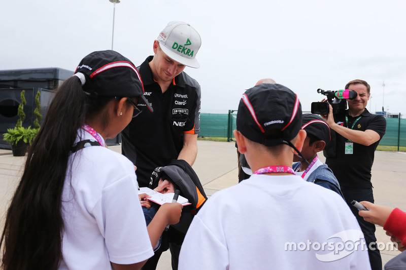 Nico Hulkenberg, Sahara Force India F1 signs autographs for F1 in Schools Children