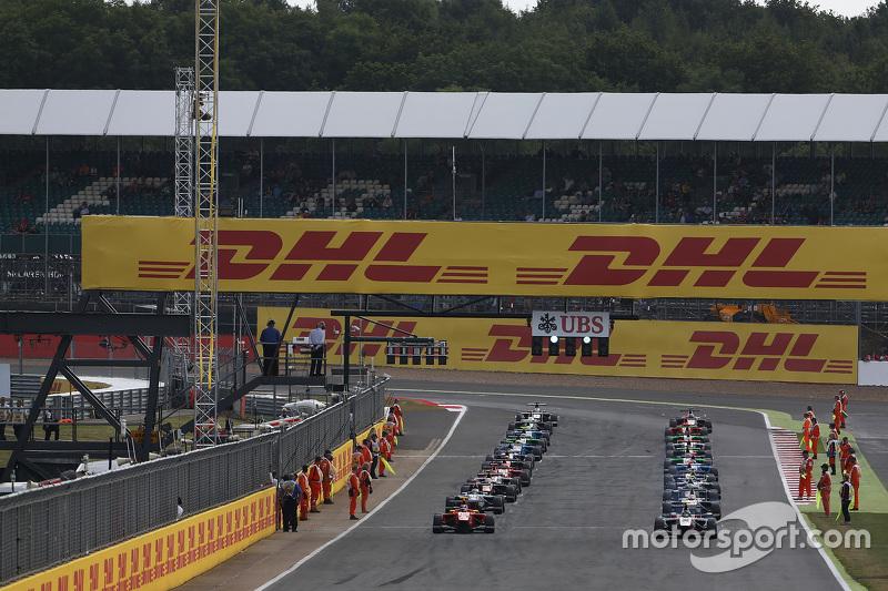 Marvin Kirchhofer, ART Grand Prix, dan Emil Bernstorff, Arden International memimpin the warm up lap