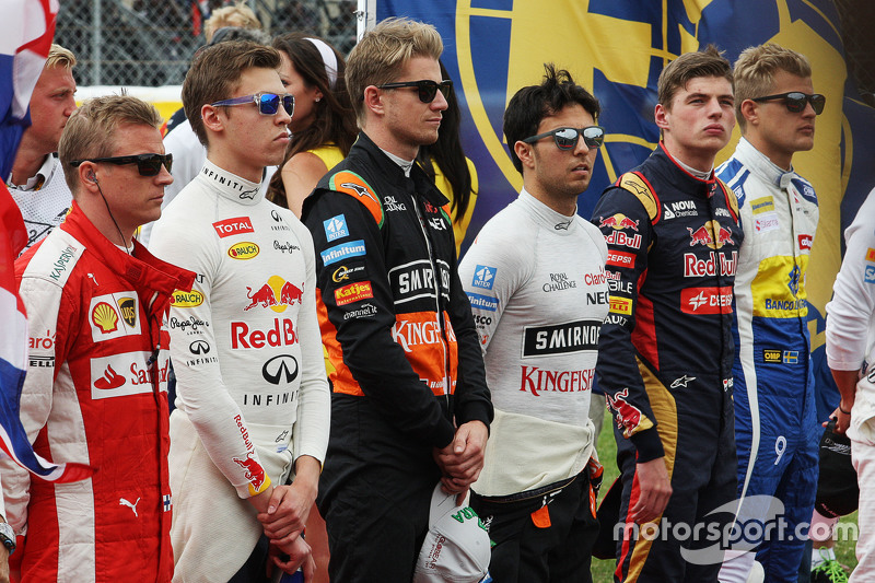 Nico Hulkenberg, Sahara Force India F1, dan Sergio Perez, Sahara Force India F1 as the grid observes the national anthem