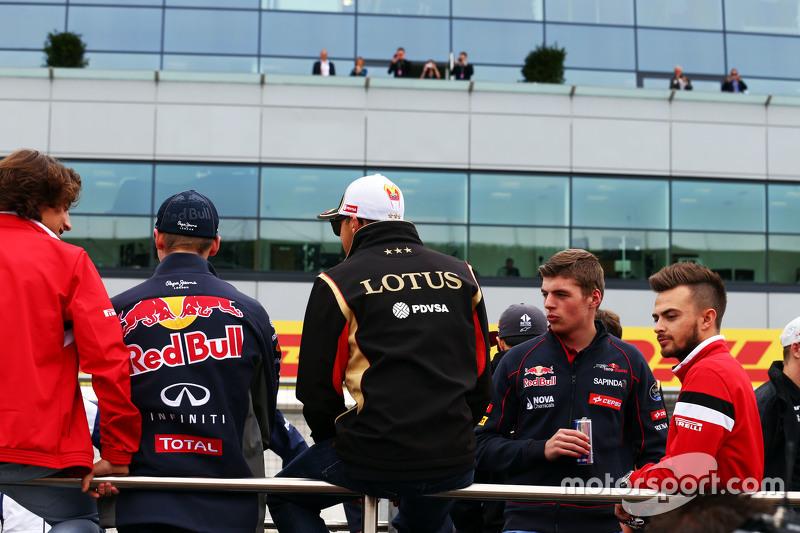 Пастор Мальдонадо, Lotus F1 Team з Макс Ферстаппен, Scuderia Toro Rosso та Уілл Стівенс, Manor F1 Te