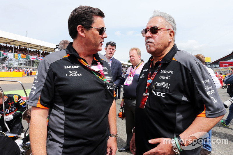 Steve Curnow, Sahara Force India F1 Team, Betriebsdirektor, mit Dr. Vijay Mallya, Sahara Force India F1 Team, Besitzer, in der Startaufstellung