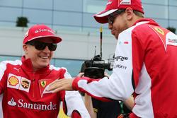 Kimi Raikkonen, Ferrari met Sebastian Vettel, Ferrari op de parade