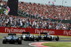 Felipe Massa, Williams FW37 lidera a Valtteri Bottas, Williams FW37 y Lewis Hamilton, Mercedes AMG F