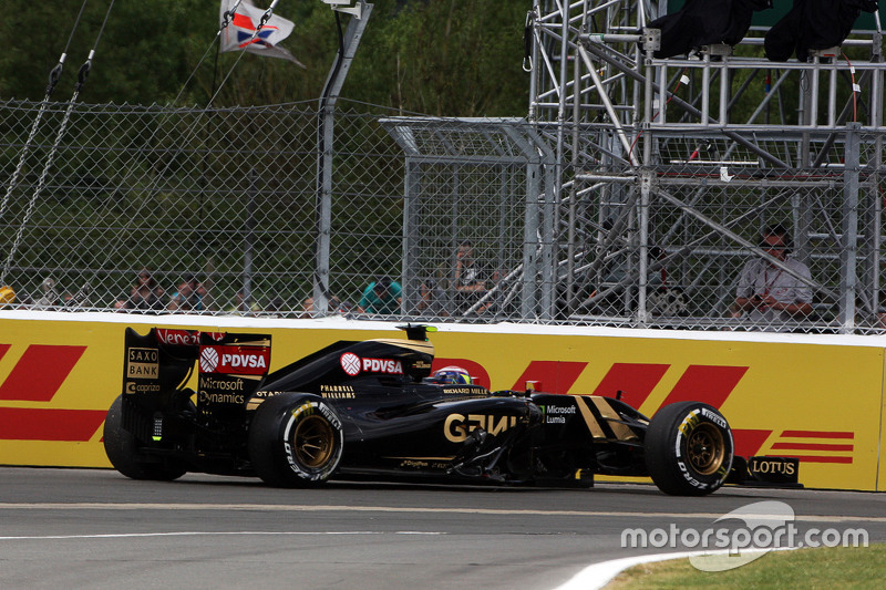Pastor Maldonado, Lotus F1 E23 retired from the race