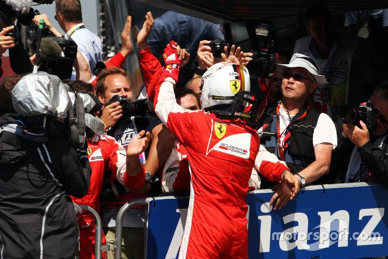Sebastian Vettel, Ferrari merayakan raihan peringkat ketiganya di parc ferme