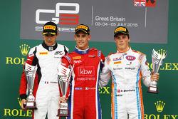 Podium: 2. Esteban Ocon, ART Grand Prix; 1. Kevin Ceccon, Arden International, und 3. Ralph Boschung, Jenzer Motorsport