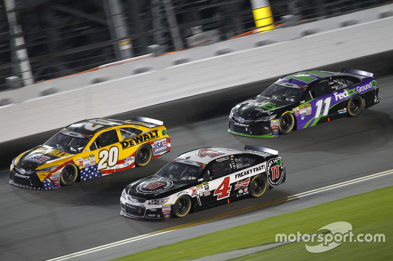 Matt Kenseth, Joe Gibbs Racing Toyota, Kevin Harvick, Stewart-Haas Racing Chevrolet, dan Denny Hamlin, Joe Gibbs Racing Toyota