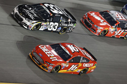 Brian Scott, Richard Childress Racing Chevrolet y Greg Biffle, Roush Fenway Racing Ford