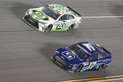 Matt Dibenedetto, BK Racing Toyota y Ricky Stenhouse Jr., Roush Fenway Racing Ford