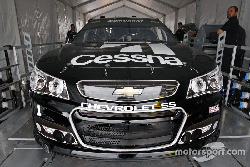 Jamie McMurray, Chip Ganassi Racing Chevrolet goes through inspection