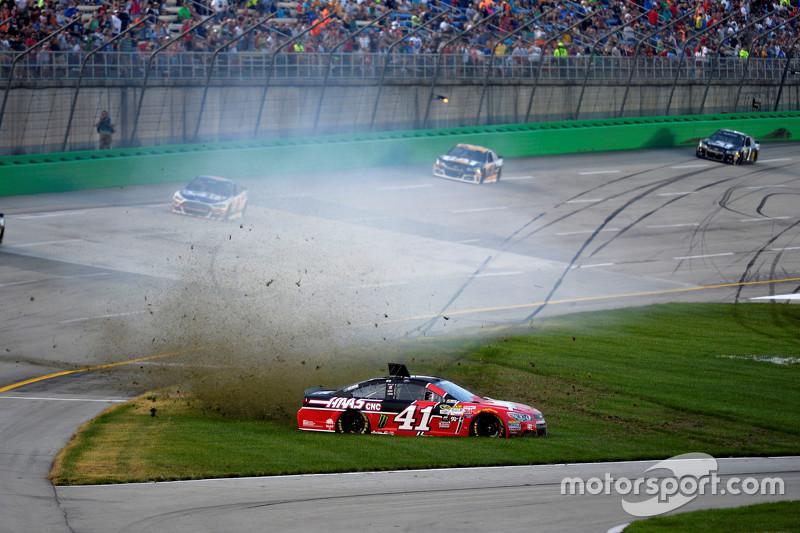 Kurt Busch, Stewart-Haas Racing Chevrolet in trouble
