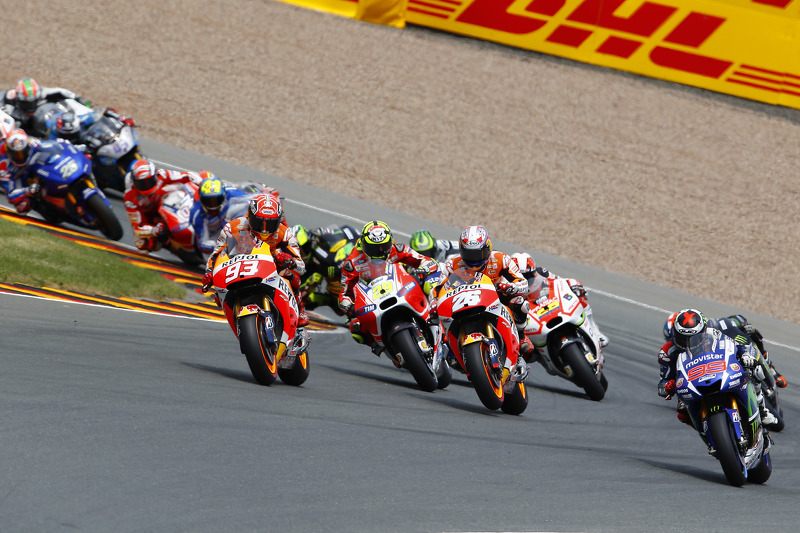 Start: Jorge Lorenzo, Yamaha Factory Racing takes the memimpin