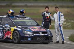 Sébastien Ogier y el campeón de ajedrez Magnus Carlsen prueban el VW Polo R