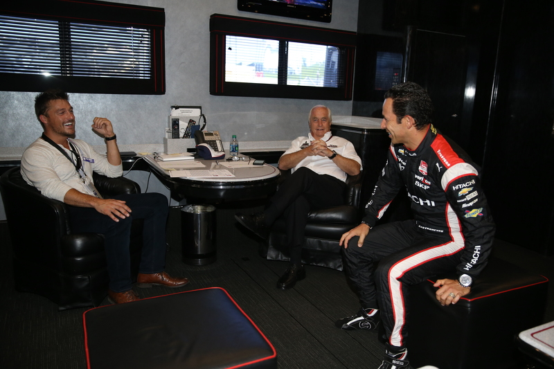 Chris Soules from The Bachelor dan Roger Penske and Helio Castroneves, Team Penske