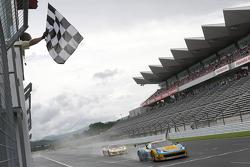 #11 TP12/Singha Ferrari: Carlo Van Dam, Piti Bhirom Bhakdi