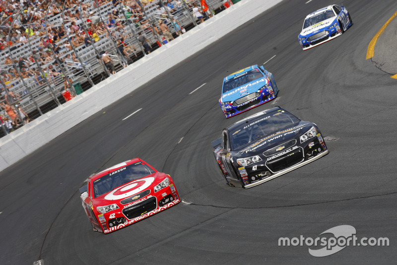 Kyle Larson, Chip Ganassi Racing Chevrolet and A.J. Allmendinger, JTG Daugherty Racing Chevrolet