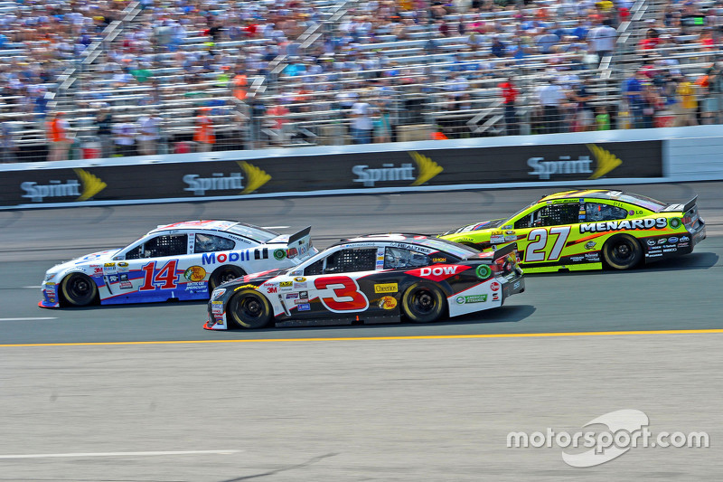 Tony Stewart, Stewart Haas Racing Chevrolet, Austin Dillon, Richard Childress Racing Chevrolet dan P