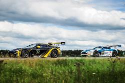 #32 Leonard Motorsport AMR Aston Martin Vantage GT3 : Stuart Leonard, Stefan Mücke, Tom Onslow-Cole, Michael Meadows et #44 Oman Racing Team Aston Martin Vantage GT3 : Daniel Lloyd, Ahmad Al Harthy, Jonathan Adam