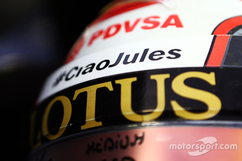 The helmet of Pastor Maldonado, Lotus F1 Team with a tribute to Jules Bianchi