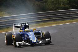 Marcus Ericsson, Sauber C34 se bloquea en la frenada