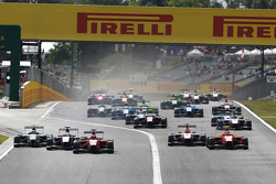 Kevin Ceccon, Arden International, leads Matheo Tuscher, Jenzer Motorsport, Jimmy Eriksson, Koiranen GP, Esteban Ocon, ART Grand Prix, Emil Bernstorff, Arden International and the rest of the field at the start.