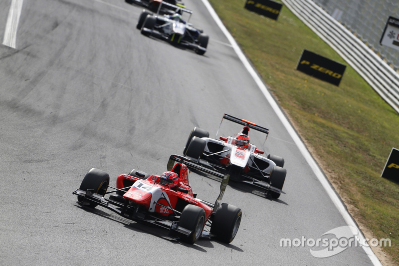 Kevin Ceccon, Arden International leads Esteban Ocon, ART Grand Prix