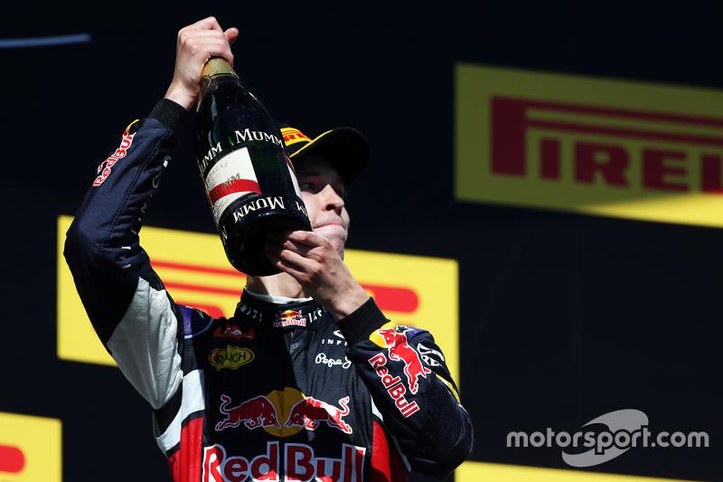 Daniil Kvyat, Red Bull Racing святкує друге місце на подіумі