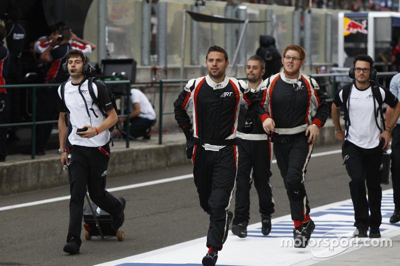 Tim ART Grand Prix datang ke podium