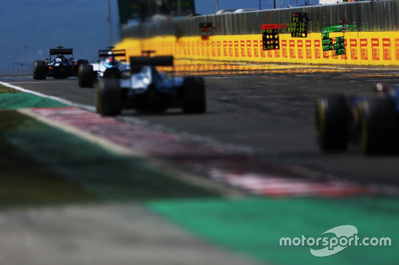 Піт боард вивішєна для Льюїс Хемілтон, Mercedes AMG F1 W06
