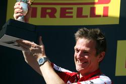 Джеймс Эллисон, директор по разработке шасси Ferrari празднует на подиуме