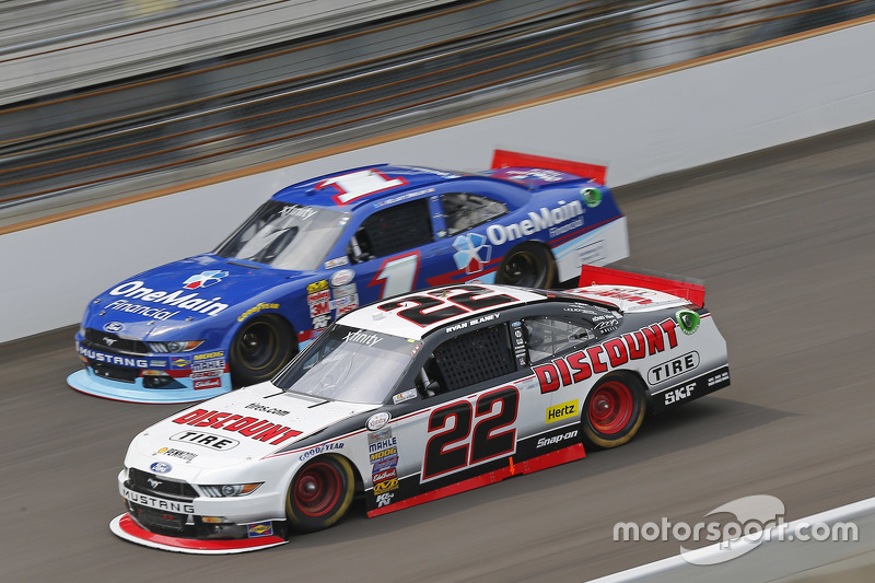 Ryan Blaney, Team Penske Ford and Elliott Sadler, Roush Fenway Racing Ford