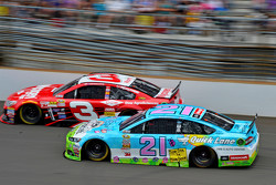 Austin Dillon, Richard Childress Racing Chevrolet dan Ryan Blaney, Woods Brothers Racing Ford
