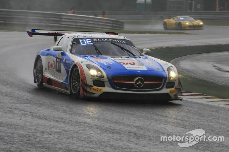 #71 GT Russian Team Mercedes SLS AMG GT3: Alexey Vasilyev, Марко Асмер, Alon Day, Lewis Plato