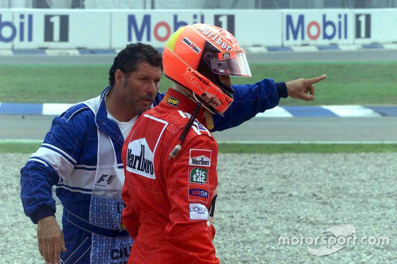 Michael Schumacher, Ferrari returns to the pits after crashing di start