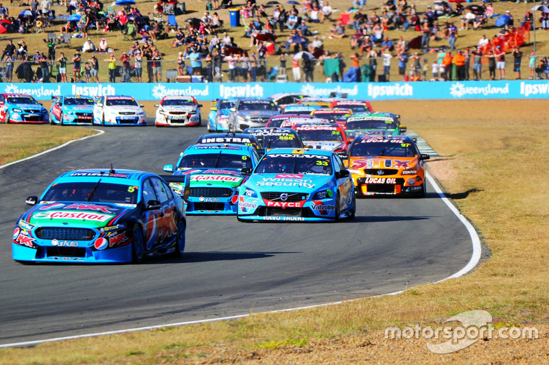 Mark Winterbottom memimpin the start, Prodrive Racing Australia Ford