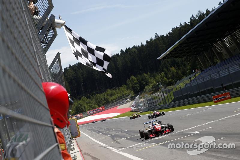 Juara balapan: Jake Dennis, Prema Powerteam Dallara Mercedes-Benz