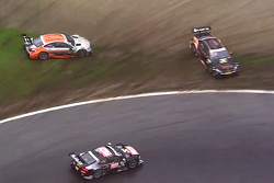 Timo Scheider, Audi Sport Team Phoenix Audi RS 5 DTM continues as Pascal Wehrlein, HWA AG Mercedes-AMG C63 DTM and Robert Wickens, HWA AG Mercedes-AMG C63 DTM crash